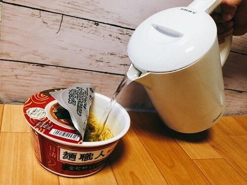 ドリテック 電気ケトル ラミン ホワイト PO-323WTでカップ麺を作っってみた