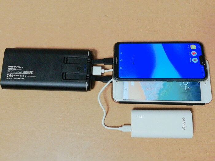 kyokaモバイルバッテリーは3台同時充電が可能