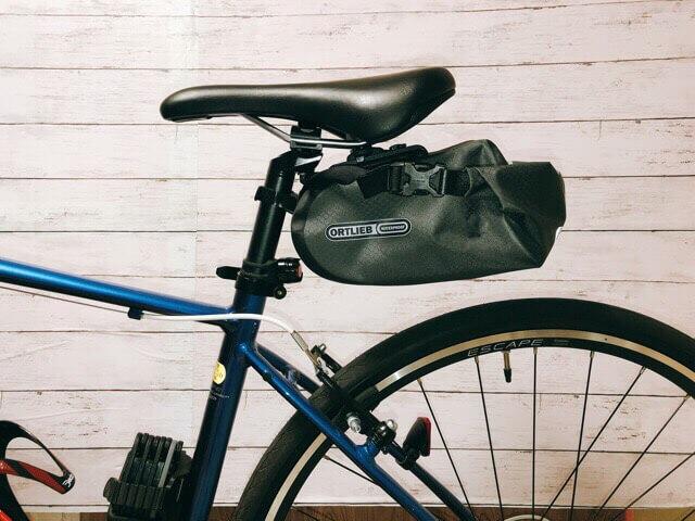 オルトリーブ(ORTLIEB)のサドルバッグ2を自転車に装着