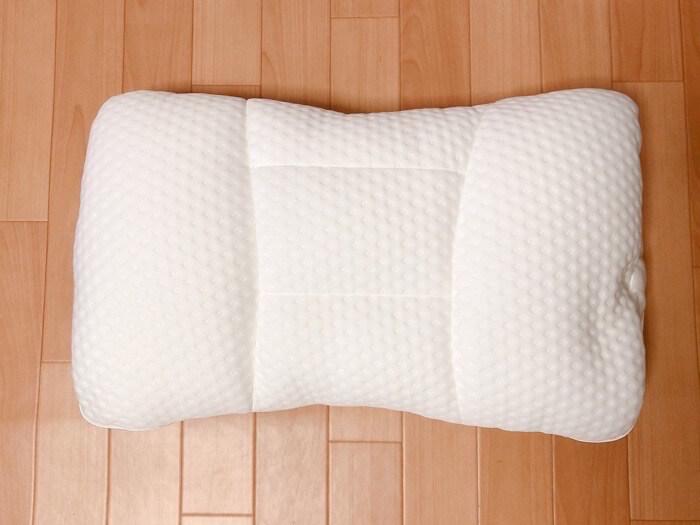 ニトリ 高さが10ヵ所調整できる枕の外観と付属品3
