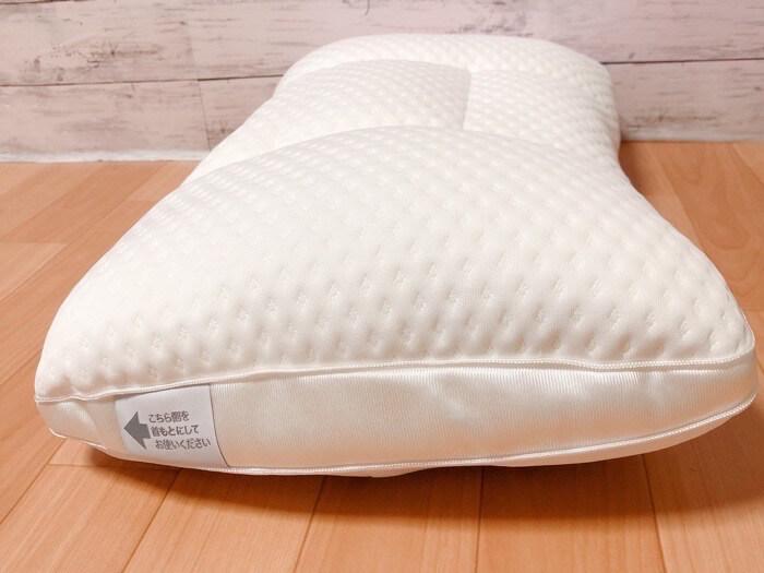 ニトリ 高さが10ヵ所調整できる枕の外観と付属品4