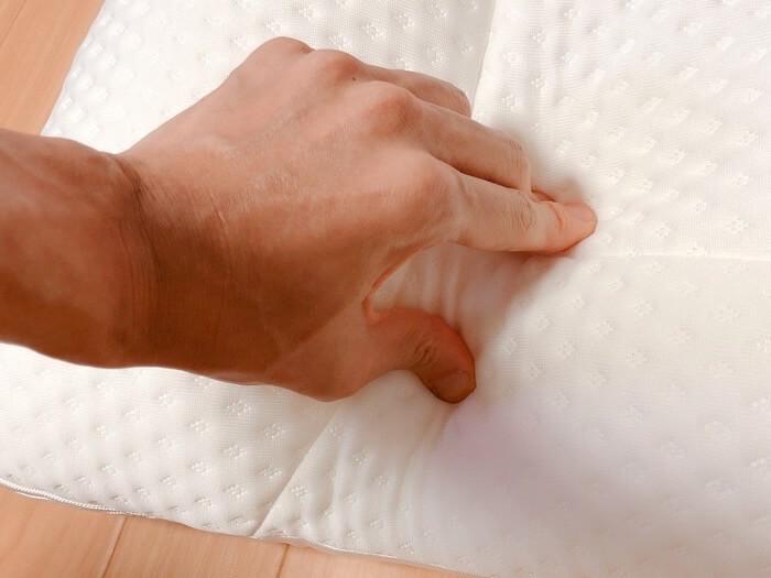 ニトリ 高さが10ヵ所調整できる枕の外観と付属品7