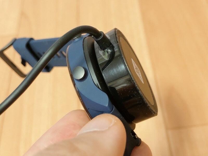 Mi Watchの充電器はマグネット式で便利