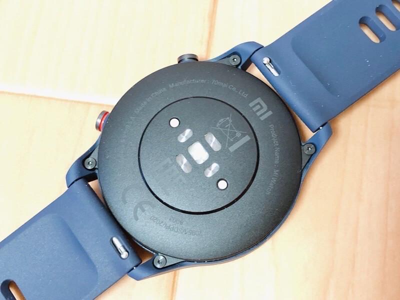 Mi Watchの本体裏面は各計測機がついている